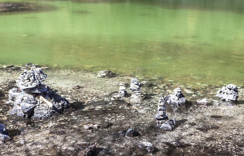 Pryda med pärlor sjön på den Yading naturreserven i Sichuan, Kina arkivfoto