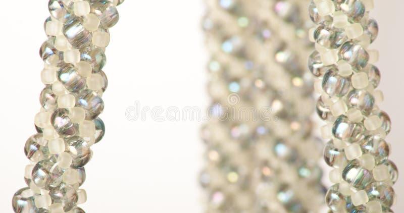 Prydde med pärlor smycken arkivfoto