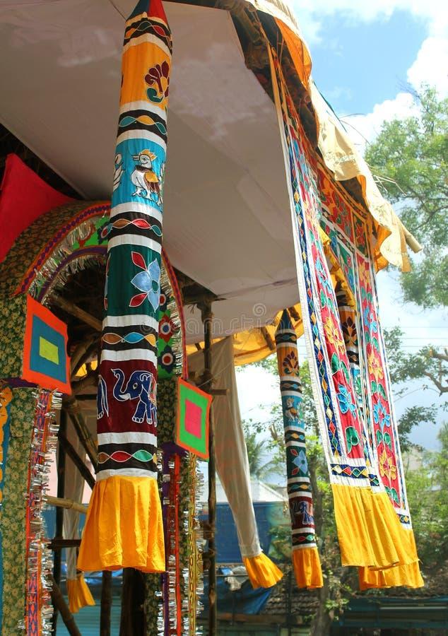 Prydnader av den parivar tempelbilen på den stora tempelbilfestivalen av den thyagarajar templet för thiruvarursri arkivfoton