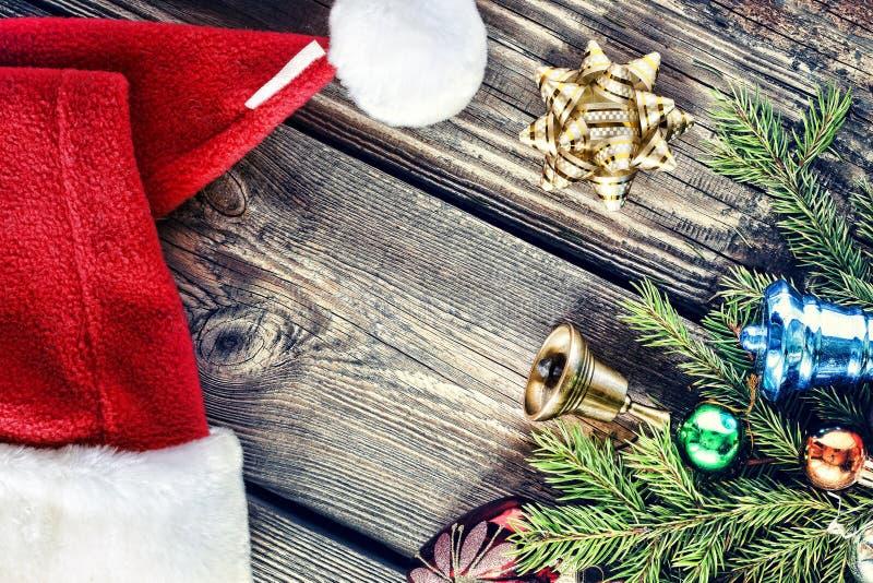 Prydnader för jul bakgrund, jul, Santa Claus Hat, handgjord ` s för nytt år eller jul Slut upp, kopieringsutrymme arkivfoto