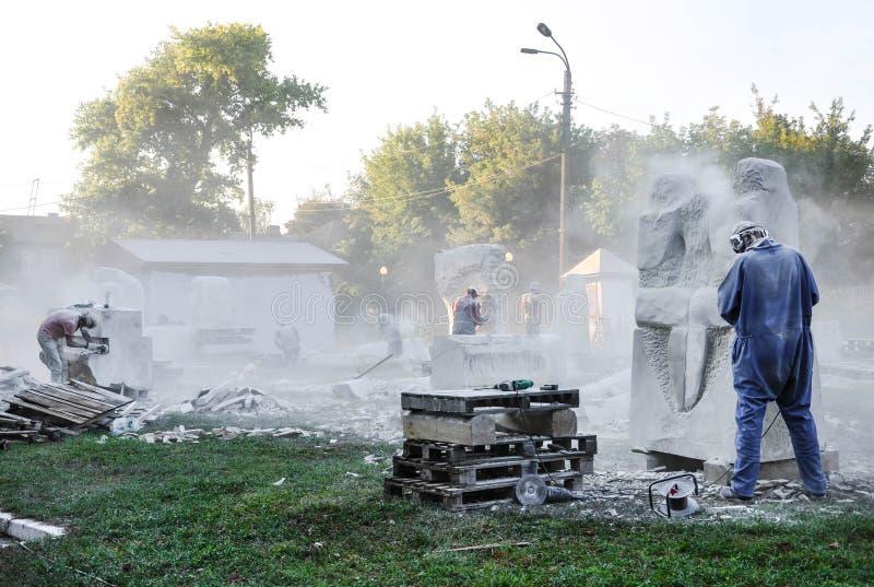 Pryluky, Ucrania - 09/14/2018: Esculpa el simposio, creación de imagen de archivo