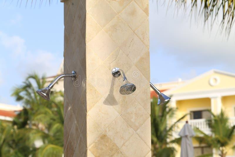 Prysznic instalacja na plaży zdjęcia stock