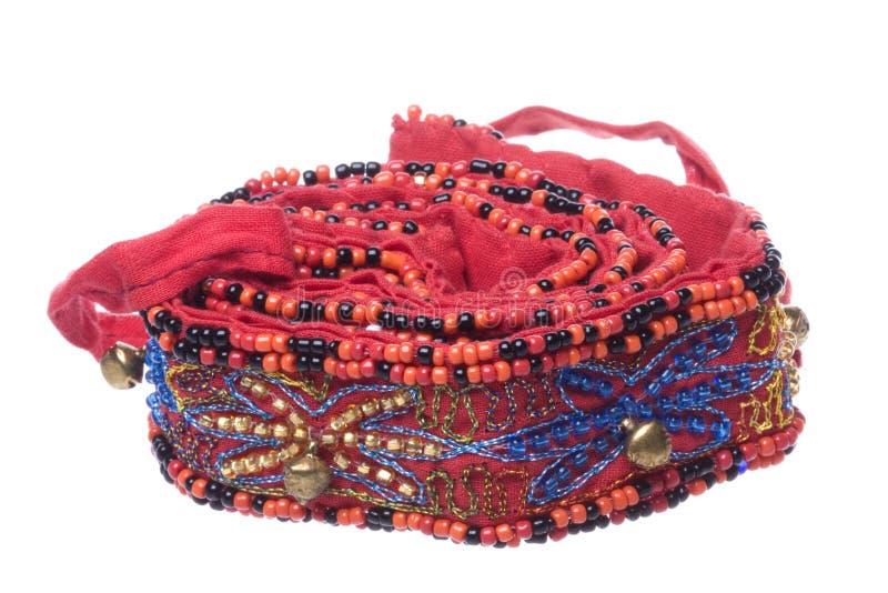 prytt med pärlor bälte isolerat nepalese traditionellt för makro arkivfoto