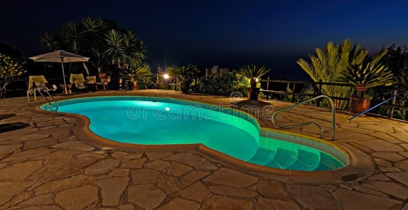 prywatny basen noc opływa zdjęcia stock