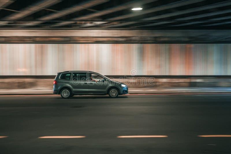 Prywatny samochód na Londyńskiej drodze fotografia royalty free