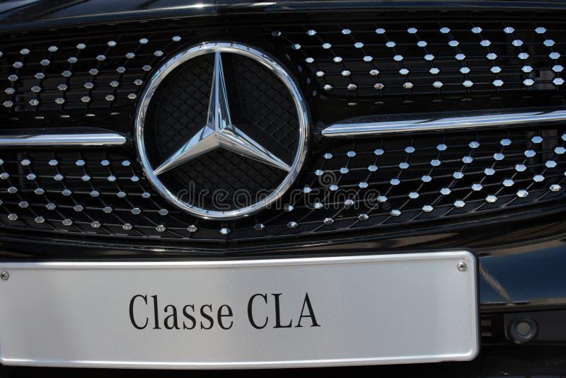 Przód Mercedez-Banez samochód z logem i klasą zdjęcia royalty free