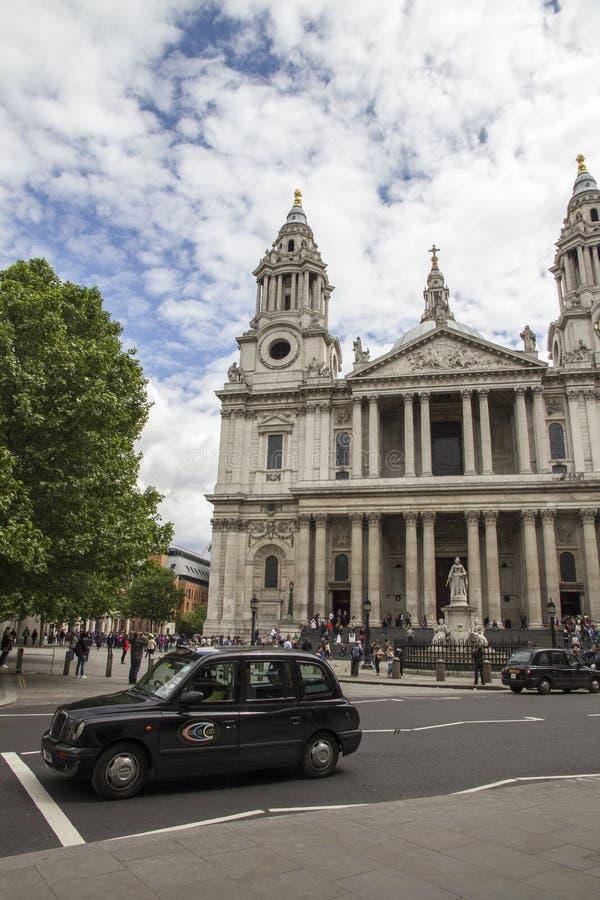 Przód St Pauls katedra, Londyn, Anglia, UK, Maj 20, 2017 obrazy stock