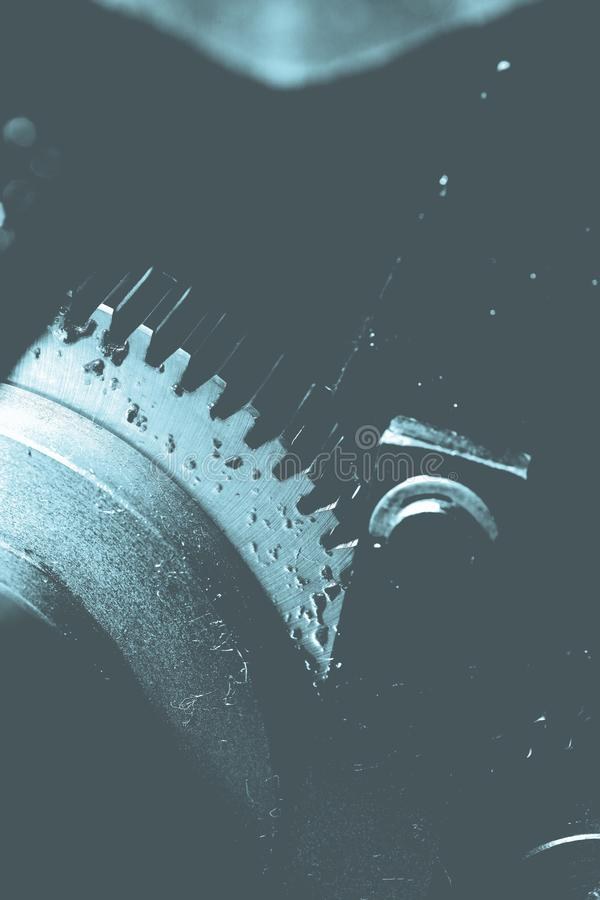 Przędzalniany wazeliniarski gearwheel jako część stary duży mechanizm obraz royalty free