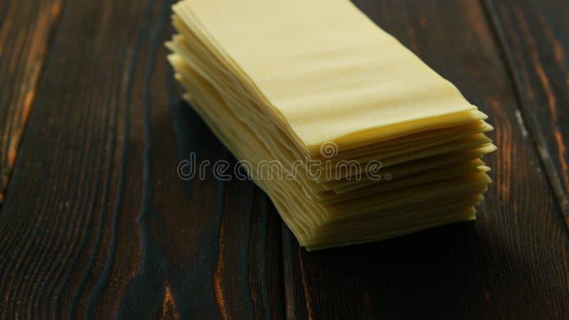 Prześcieradła lasagna w stercie zdjęcia royalty free