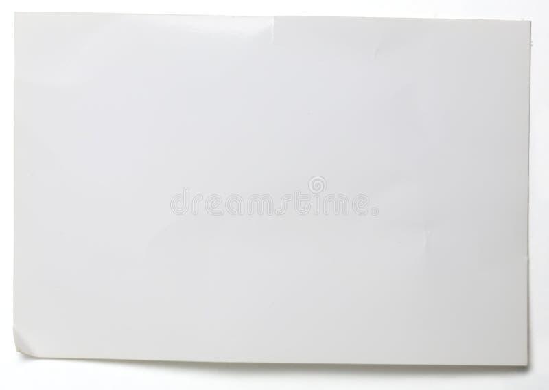 Prześcieradło zmięty glansowany papier na bielu obrazy royalty free