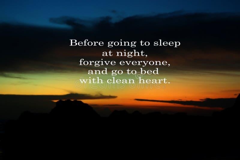Przebaczenie inspiracyjna wycena Przed iść spać przy nocą - wybacza everyone i iść łóżko z czystym sercem, Z rozmytym zdjęcia royalty free