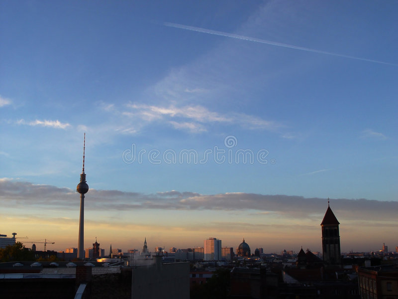 Download Przebudzenie Berlin obraz stock. Obraz złożonej z niebo - 33539