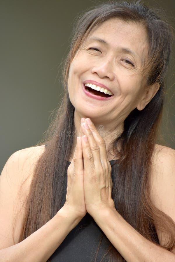 Przechodzić na emeryturę Różnorodny Żeński Starszy modlenie zdjęcie stock