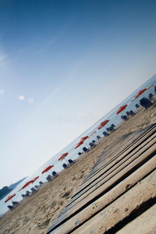 Przechylająca plaża fotografia stock