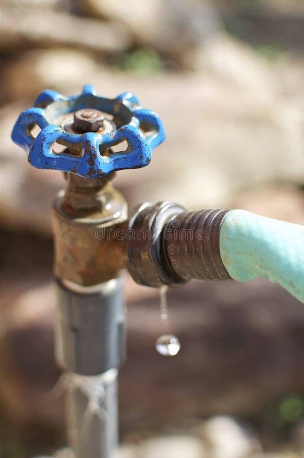 przeciekająca faucet woda zdjęcia stock