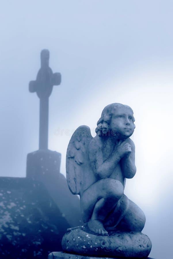 przecinający anioła modlenie obraz stock