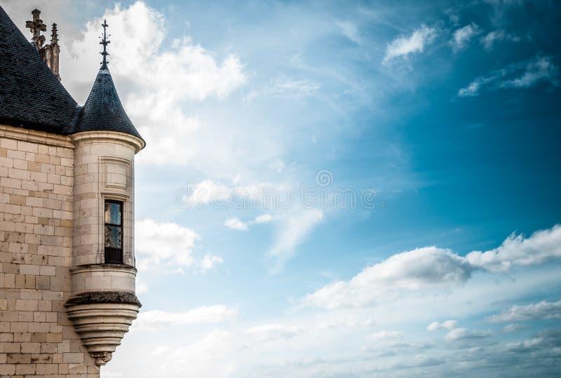przeciw błękit kasztelu ciemnemu nieba wierza okno obrazy stock