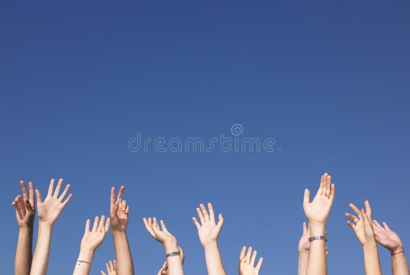 Przeciw Ręki Niebu Błękitny Nastroszonemu Fotografia Royalty Free