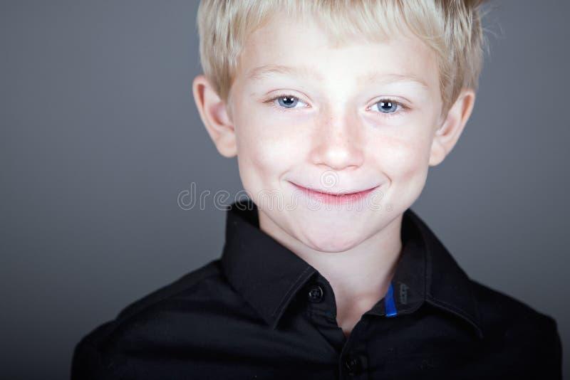 przeciw tła blondynki dziecka grey z włosami cukierki fotografia royalty free