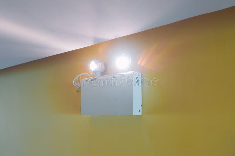 Przeciwawaryjnego światła działanie gdy awaria enrgetyczna baterią obrazy stock