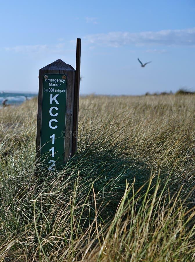 Przeciwawaryjny markiera znak przy Carrum plażą, Australia obrazy royalty free