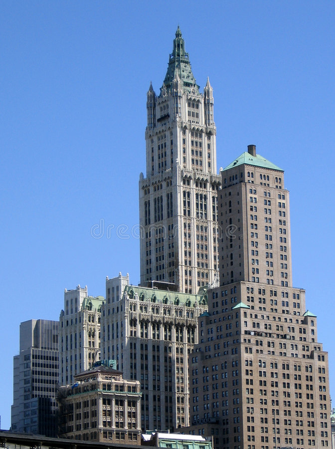 Download Przeciwko Błękitnemu Budynku Niebo Obraz Stock - Obraz złożonej z skyline, błękitny: 140357
