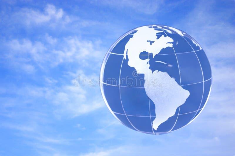 przeciwko błękitnemu globe niebo ilustracja wektor