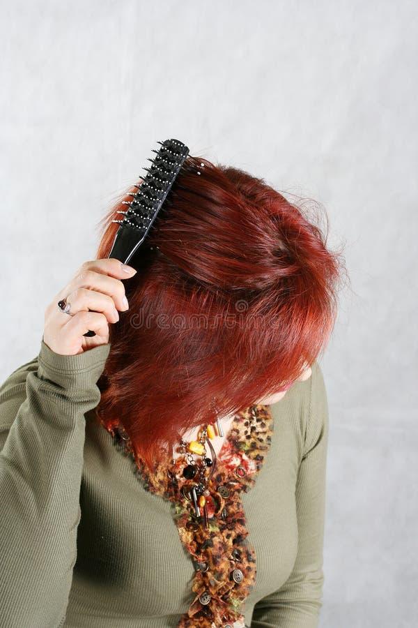 przeczesz włosy kobietom young zdjęcie royalty free