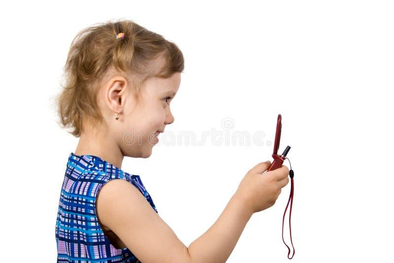 przeczytaj trochę zabawy dziewczyna sms obraz stock