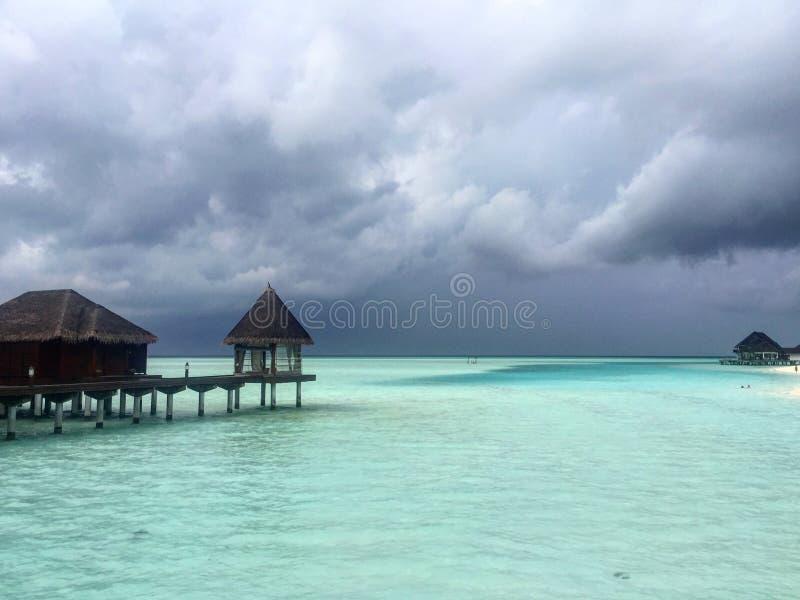Przed deszczem przy Maldivian kurortem obraz stock