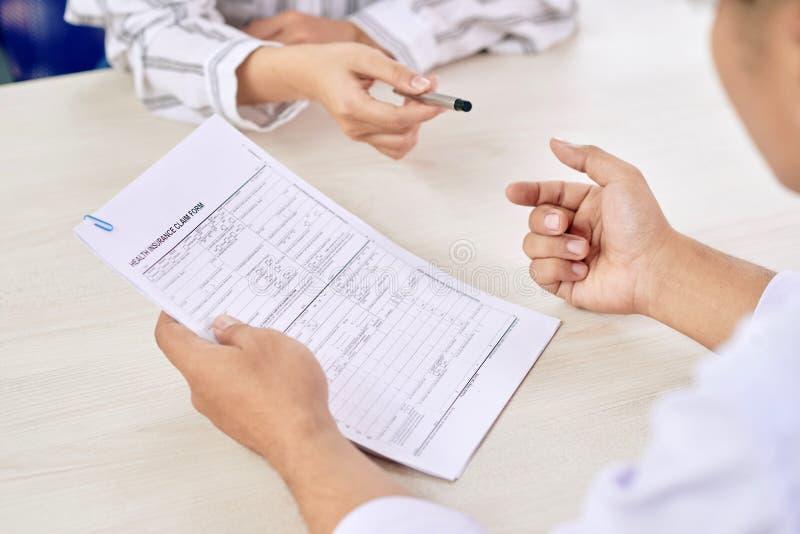 Przed podpisywać papier obrazy stock