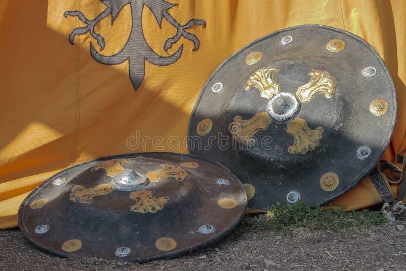 Przedpole dwa średniowieczna osłona zdjęcia stock