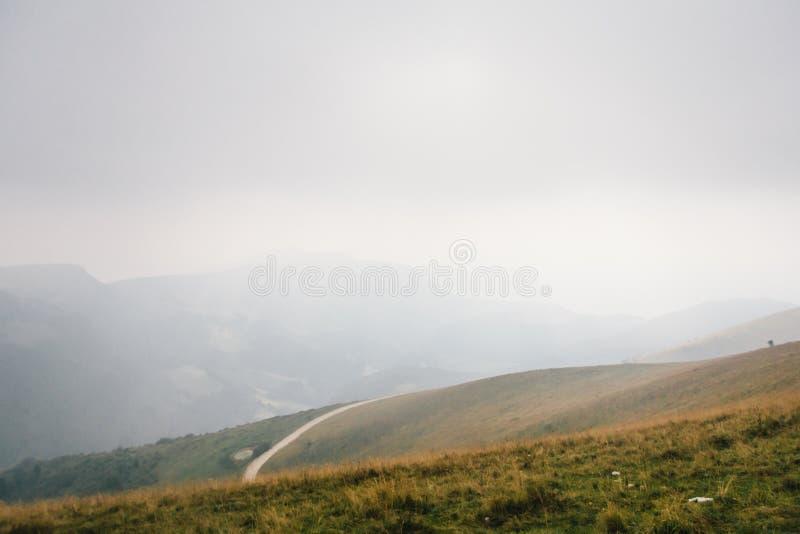 Przegapiać łąki na górze Monte Baldo fotografia royalty free