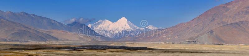 Przegapiać himalaje góry fotografia stock