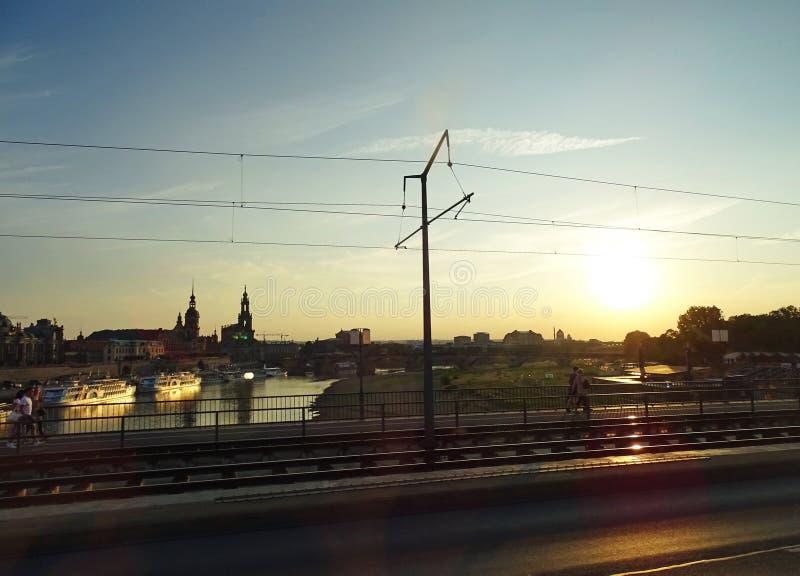 Przegapiać Rzecznego Elbe i Starego miasteczko Drezdeński obraz royalty free
