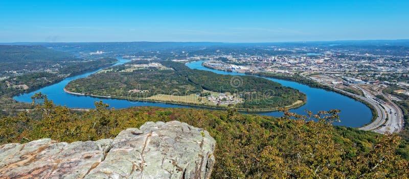 Przegapia widok kierpec chył Tennessee rzeka I miasto, obrazy stock