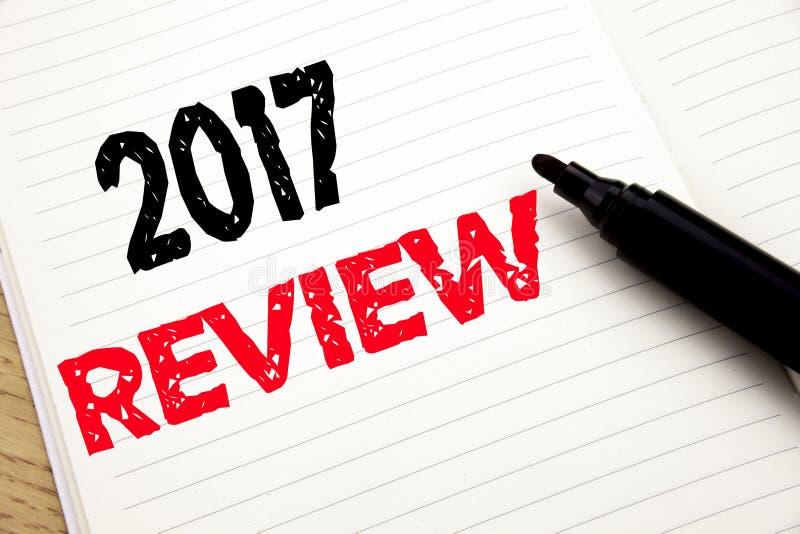 2017 przegląd Biznesowy pojęcie dla Rocznego Zbiorczego raportu pisać na notatniku z kopii przestrzenią na książkowym tle z marki zdjęcia royalty free