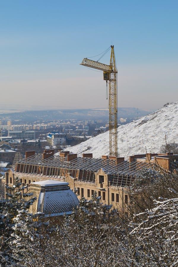 Przegląda budować w budowie od skłonu góra Mashuk zdjęcie stock