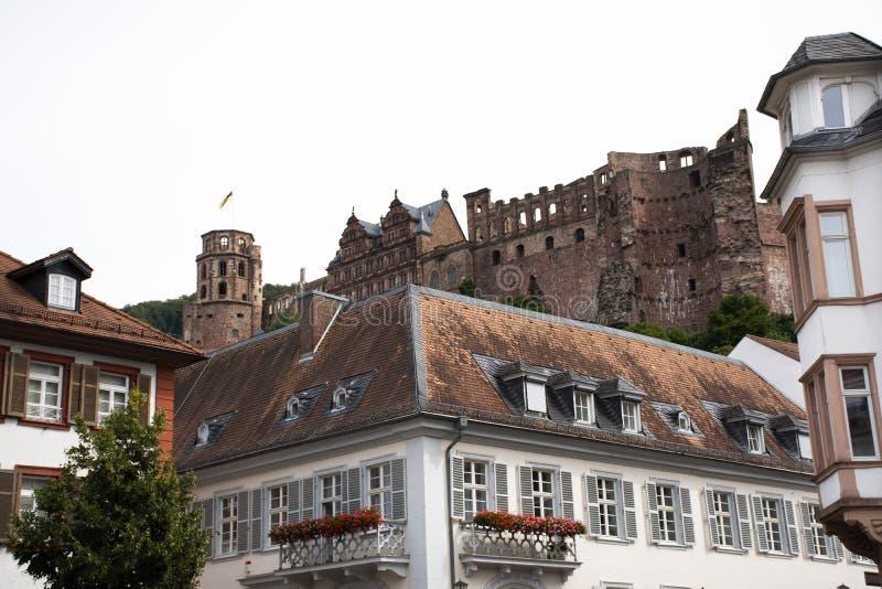 Przegląda krajobraz i pejzaż miejskiego z Heidelberger kasztelem w Heidelberg, Niemcy fotografia stock