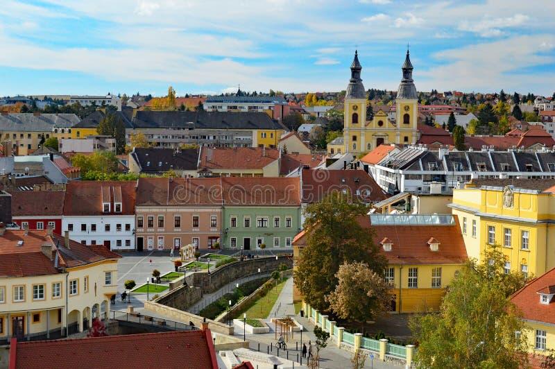 Przegląda przez dachy Eger Węgry zdjęcia royalty free