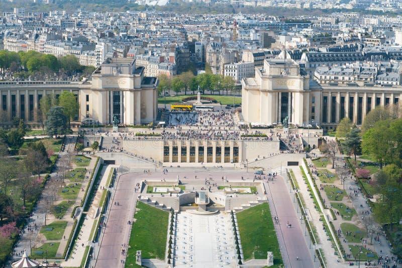 Przegląda Trocadero i architektonicznego zespół środkowa fontanna paris zdjęcie royalty free