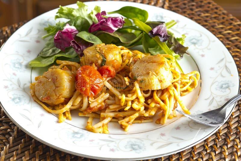 Przegrzebka Linguine z Pomidorowym kumberlandem obraz royalty free