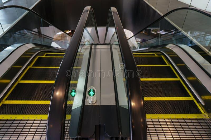Przejście na eskalatorze z cieniem obrazy stock