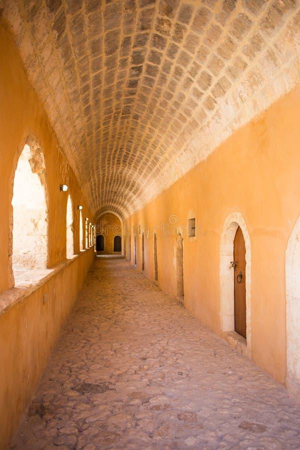 Przejście w Zachodniej bramie przy Arkadi monasterem, Arkadi, Crete, Grecja obrazy royalty free