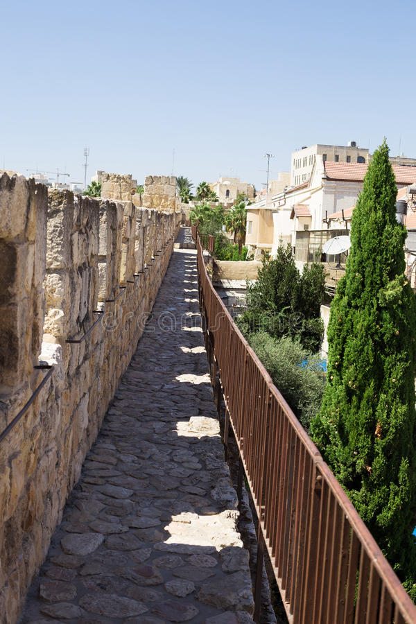 Przejście wzdłuż ściany która otacza Starego miasto Jerus zdjęcia royalty free