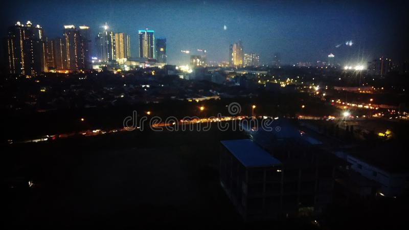przejrzysta jabłczana czarny lampowa noc zdjęcia stock