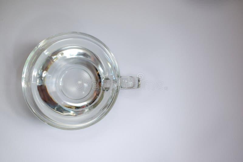 Przejrzysta szklana fili?anka z wod? 5 obraz stock