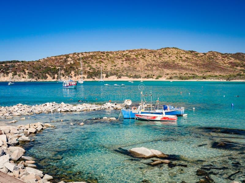 Przejrzysty i turkusowy morze w Punta Molentis, Villasimius zdjęcia stock
