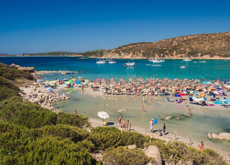 Przejrzysty i turkusowy morze w Punta Molentis, Villasimius sa obrazy stock