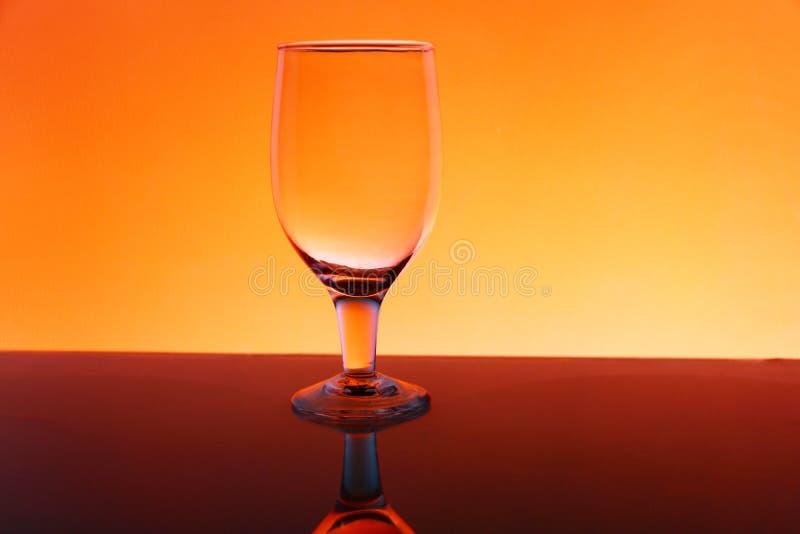 Przejrzysty odosobniony widzii chociaż wina szkło zdjęcia royalty free